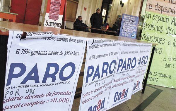 Extenso. La huelga de los docentes de la UNR ya lleva más de un mes y tiene muy preocupados a los padres y a la mayoría de los alumnos.