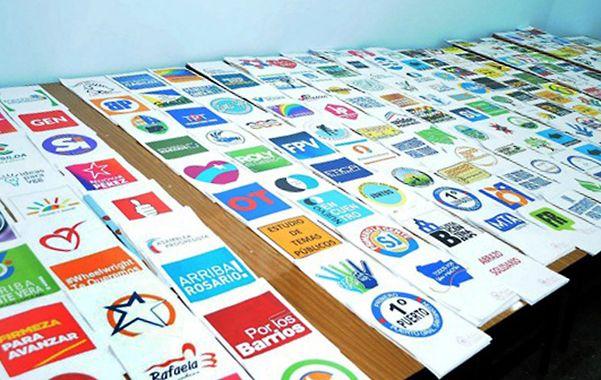 Para todos los gustos. Las distintas agrupaciones políticas exhibieron sus logos de campaña.