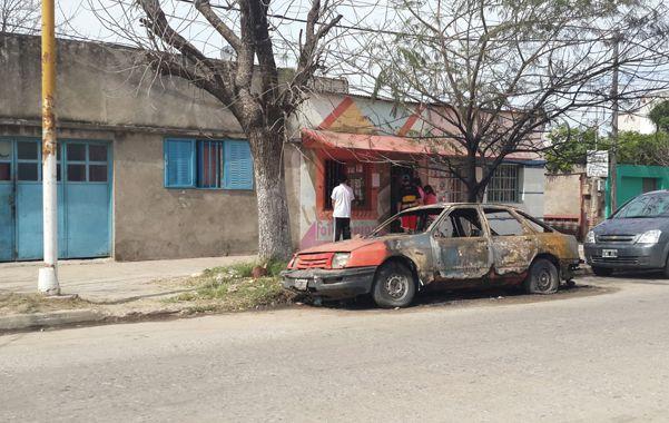 La quema de vehículos no para en Santa Fe y ayer se sumaron tres autos más