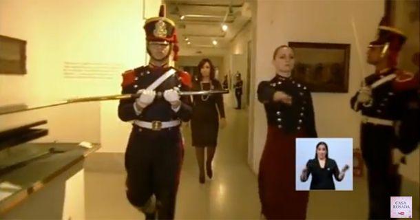 ¿Cuantas granaderas mujeres hay en el Regimiento y que función cumplen?