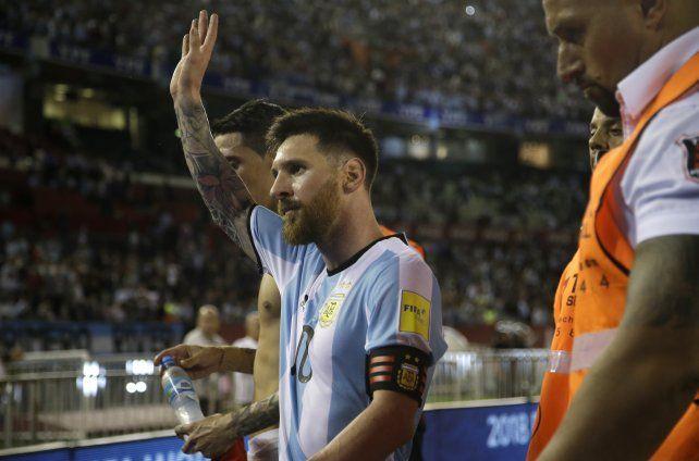 Messi se puso al hombro la selección, fue ovacionado y salvó las papas en el Monumental