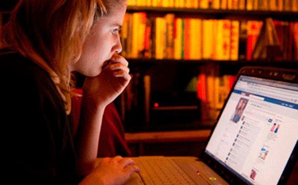 Los adolescentes buscan información de cómo cuidarse en la web.
