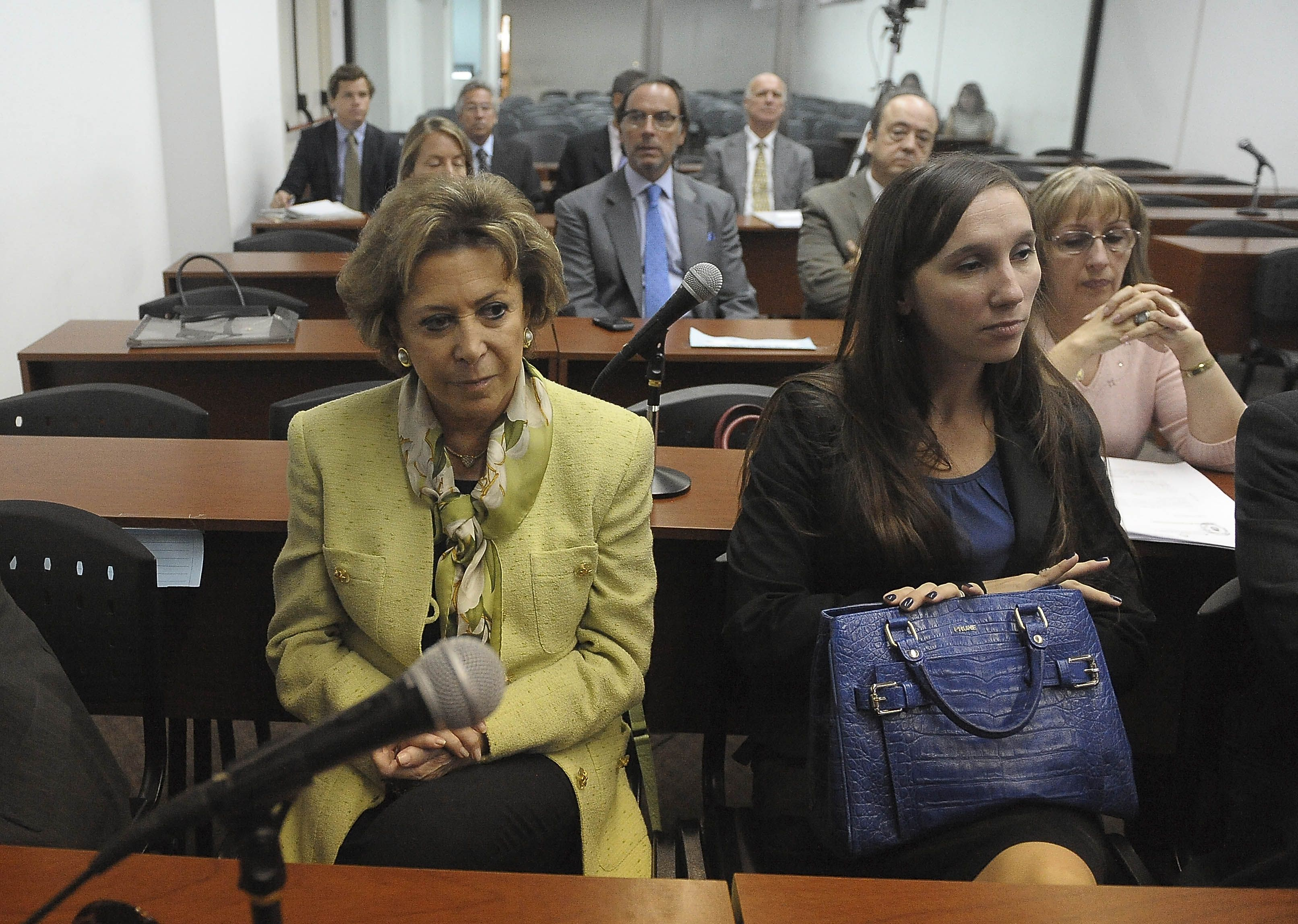 El Tribunal Oral Federal 6 condenó hoy a María Julia Alsogaray a cuatro años de prisión en la causa por fraude durante la privatización de Entel.