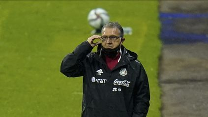 Tata Martino dirigió a México el jueves contra Jamaica y luego se sometió a la intervención.