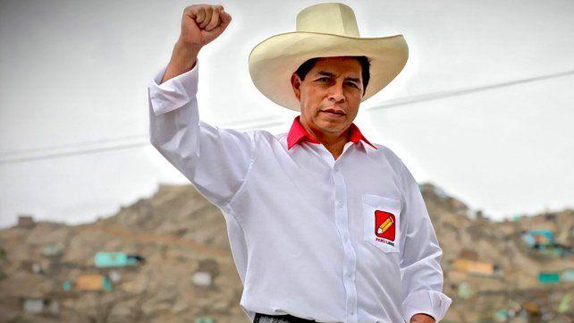 Pedro Castillo en una foto posada para la campaña de la primera vuelta.