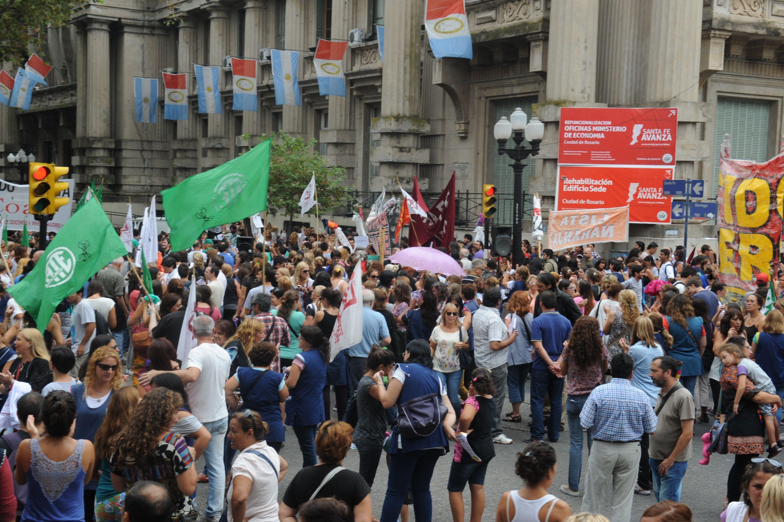 Los docentes rechazaron la oferta salarial. Ya hicieron dos días de paro  y harán dos más esta semana. (Foto: F. Guillén)