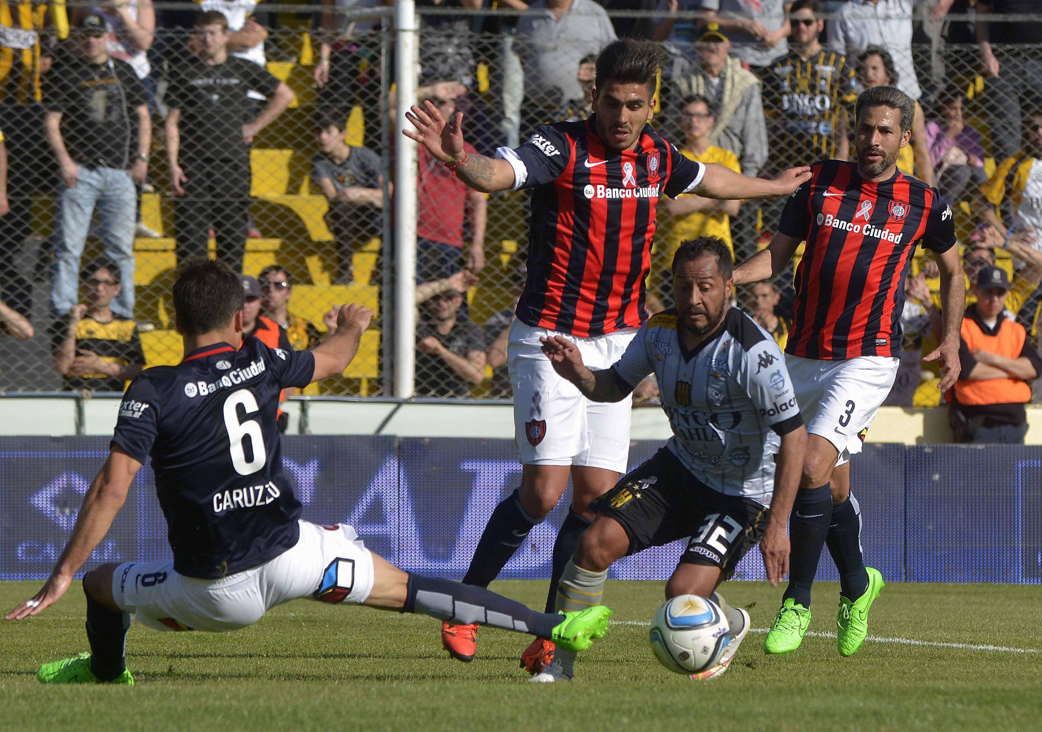 Golazo del Sapito. Hernán Encina inició la jugada en la puerta del área y la fue a buscar para definir con categoría ante el arquero Viola. Fue el 1-0 de Olimpo.