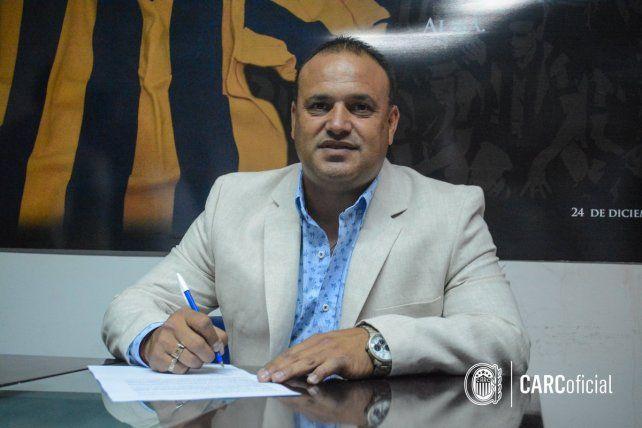 Confirmado. Leo Fernández firmó contrato hasta diciembre de 2018 con Central.