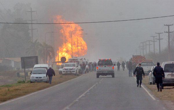 Imagen pavorosa de la explosión en la Central Bicentenario en Córdoba. Las llamas alcanzaron 30 metros de altura.
