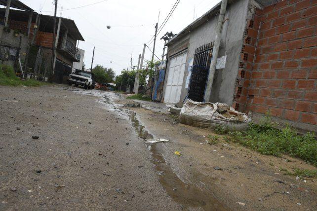En la vereda. Obregón González cayó sin vida en la puerta de su casa.