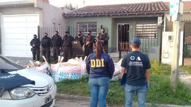 Fuentes del caso revelaron que hubo cuatro detenidos, entre ellos el presunto jefe de la banda