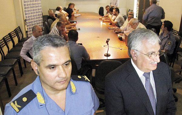 El jefe de la policía de Rosario y el presidente de la Asociación Empresaria presidieron el encuentro de ayer. (A.Celoria)