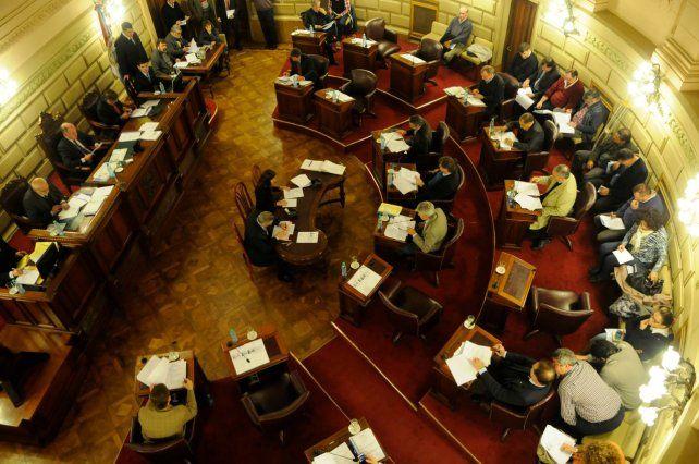 Hubo avances y el Senado trata hoy las leyes tributarias que pretende Perotti