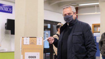 El presidente Alberto Fernández fue a votar acompañado de la primera dama y luego volvió a Olivos.