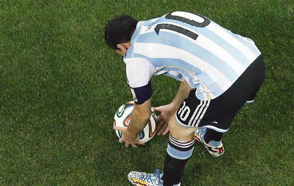 Acariciala. Y dale el mejor destino. Leo necesita estar en sintonía con la pelota para desequilibrar.