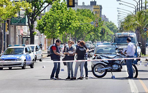Pericias. Alrededor de treinta vainas se levantaron ayer en el lugar donde ocurrió el tiroteo que culminó con un herido.