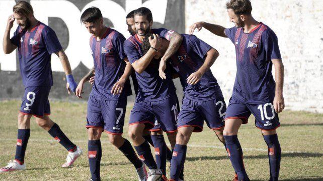 Desahogo charrúa. Agustín Biñale anotó el único tanto del charrúa para seguir en lo más alto de la Primera C.