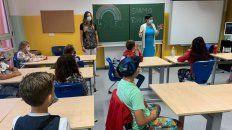 El regreso de los secundarios se hizo con topes de 50% o 75% de alumnos por clase, según los casos y regiones.