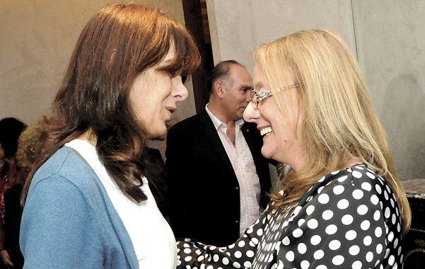 Alicia Kirchner y la ex vicegobernadora María Eugenia Bielsa se dispensaron un cálido saludo.
