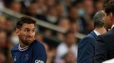 El gesto. Messi salió y dejó claro que no le gustó ser reemplazado.