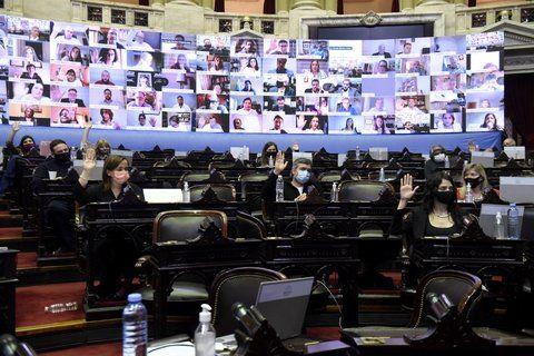 Promueven paridad de  género en los medios