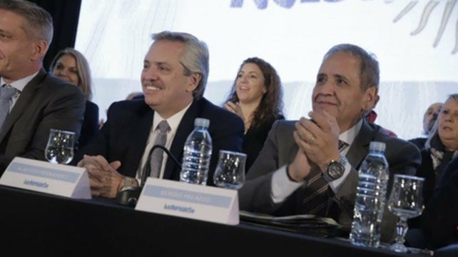 aval sindical. Alberto Fernández recibió ayer el apoyo de los trabajadores de La Bancaria.