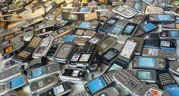 Giustiniani impulsa que la telefonía móvil sea considerada un servicio público