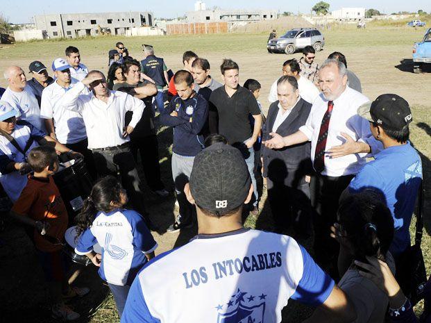 Tensión. El 5 de mayo pasado el municipio quiso desalojar el predio que ocupa Argentino en Sorrento al 1400. Directivos y socios lo resistieron.