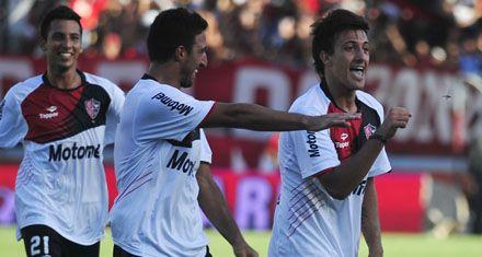 Maxi Urruti disfuta su presente con goles en Newells: Esto es un regalo de Dios