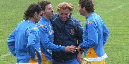 Mostaza piensa cómo reemplazar a Lima que por contrato no jugará ante Vélez