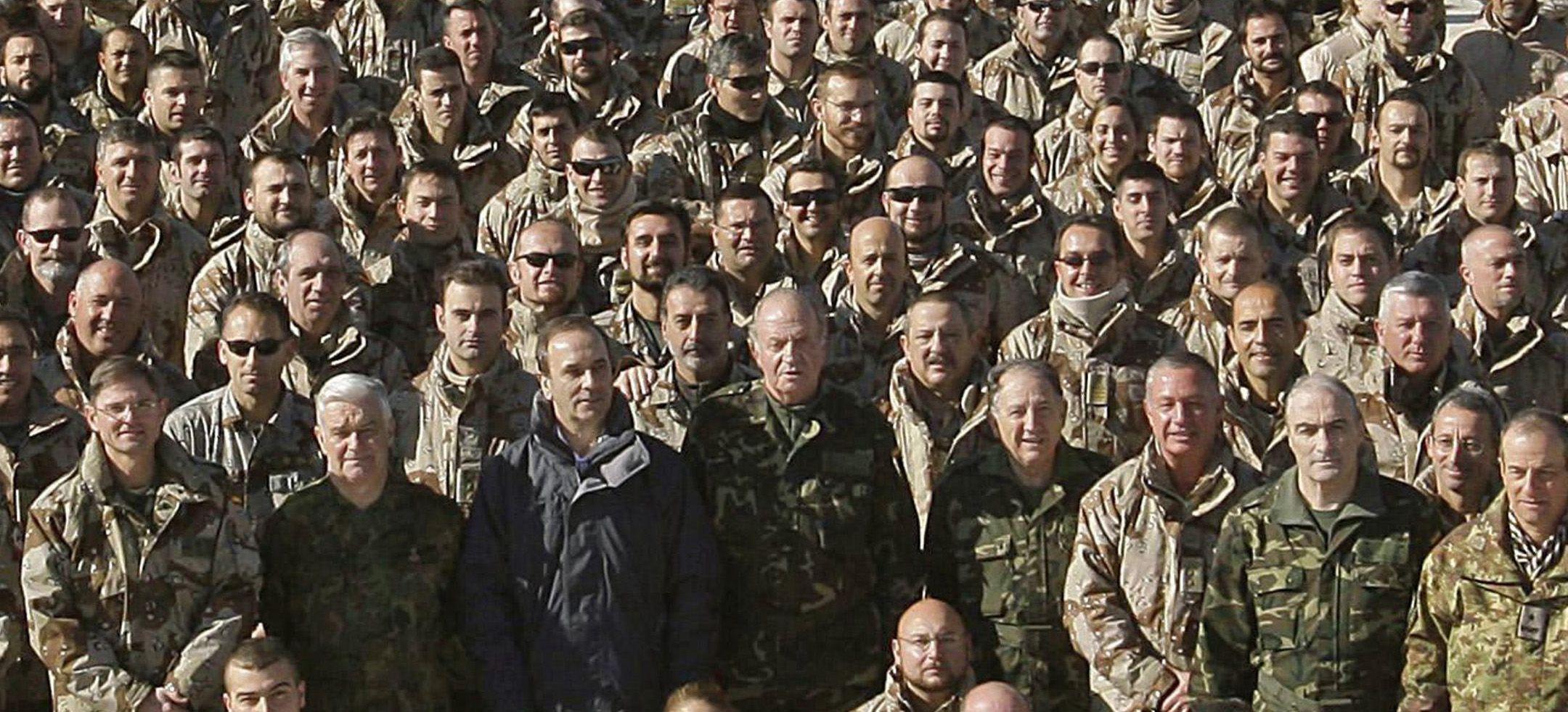 El rey Juan Carlos visitó sorpresivamente a las tropas en Afganistán