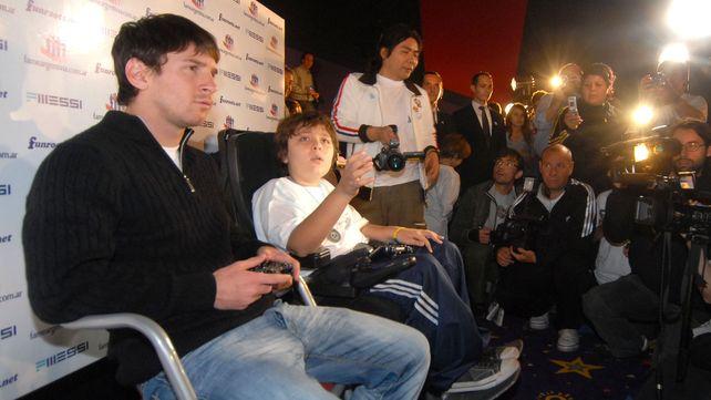 La Pulga no pudo. En 2009 Santino derrotó a Lio en una final de un torneo de play.