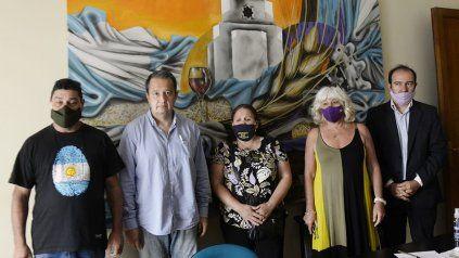 Los padres de Bocacha junto al abogado querellante Salvador Vera y los diputados Matilde Bruera y Carlos Del Frade.