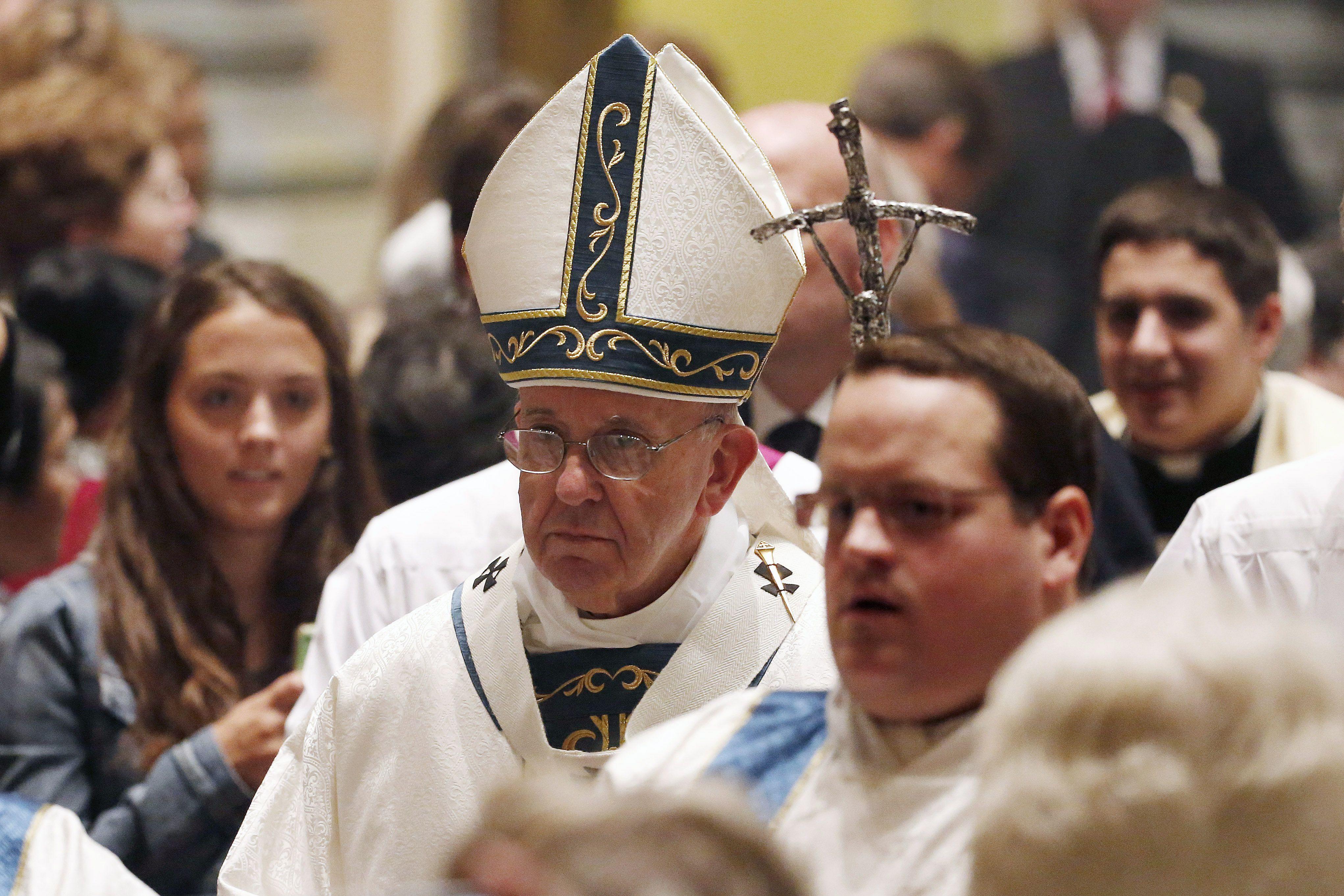 El llíder de la Iglesia Católica durante la misa en la Catedral de Filadelfia.. (Foto Reuters).