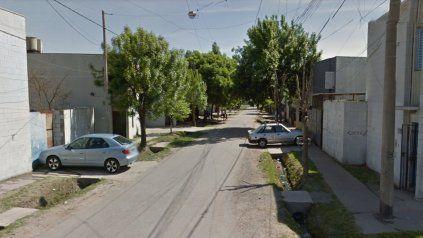 Dos hombres balearon la casa de una taxista para usurparla