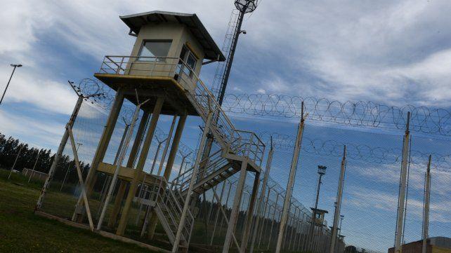 Las visitas a las cárceles más pobladas de la provincia causó una polémica entre el Servicio Penitenciario y la Defensoría de Santa Fe.