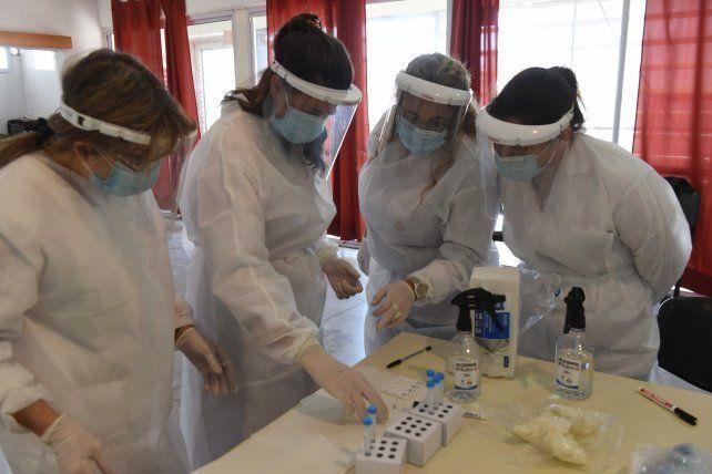 Los agentes de la salud están en la primera línea en el combate de la pandemia.