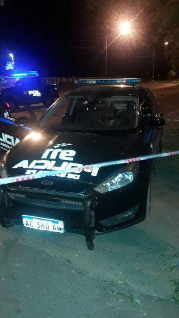 El vehículo de la policía que baleado anoche.