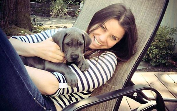 Penoso. Brittany y su cachorro en una foto reciente tomada en su casa de Oregon.