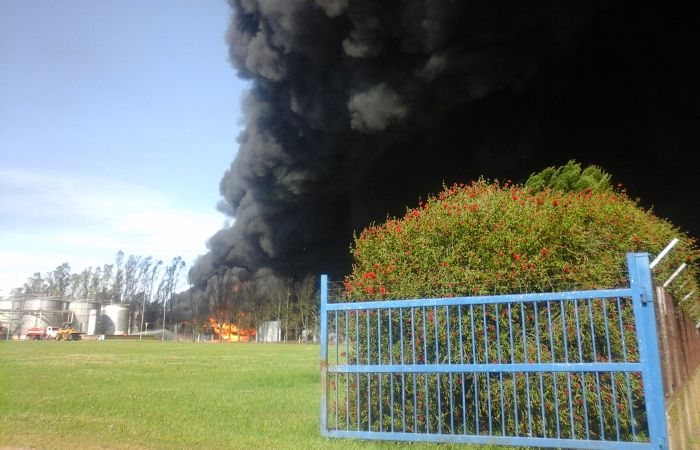 Las columnas de humos se veían desde varios kilómetros. (Foto: Gustavo de los Ríos)