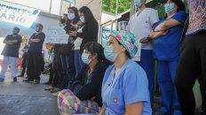 Un pedido para que respire la salud. Los trabajadores de diversos centros asistenciales denuncian que están agotados y desbordados.