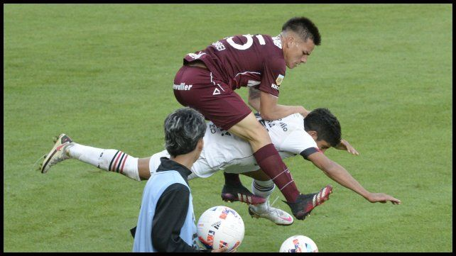 Comba cae debajo de Aguirre.