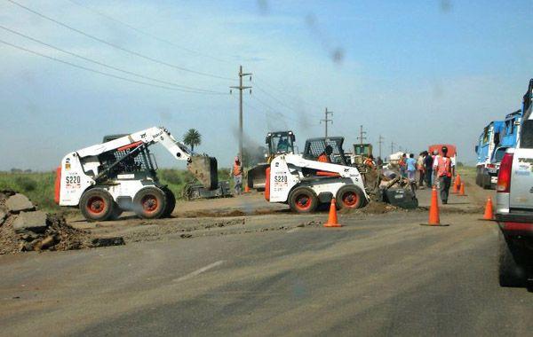 Mientras se realizan obras de bacheo de la ruta 91 los vecinos piden que se desvíe el tránsito pesado.