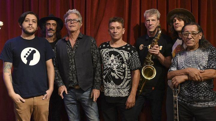 Los nuevos Abuelos. Gato Azul Peralta (centro) lidera la banda junto a los históricos Juan del Barrio y Kubero Díaz. Un show con los clásicos.