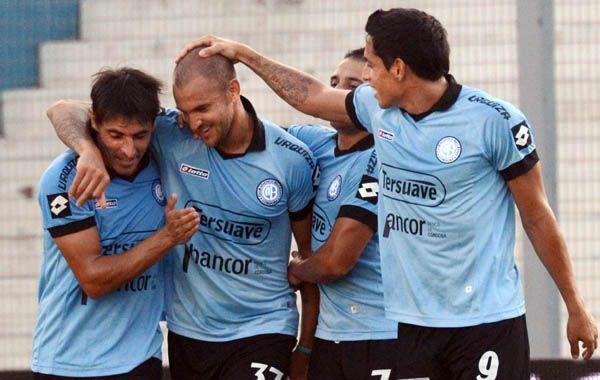 Los jugadores de Belgrano festejan el gol de Lucas Aveldaño. (Foto: Télam)
