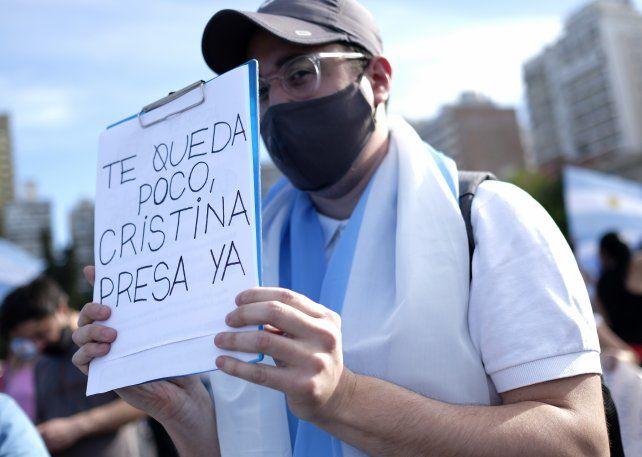 Consignas contra Cristina en la marcha en el Monumento.