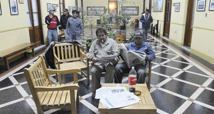 Moyano les dio el apoyo de la CGT a los estibadores que ocupan el puerto de Rosario