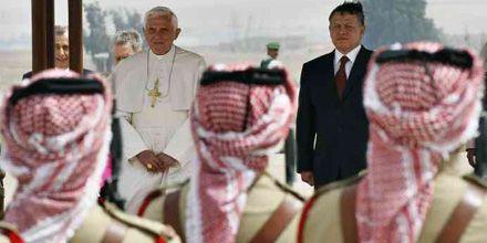 Benedicto XVI pide por la paz y ve adelantos en el diálogo entre la Iglesia y los judíos