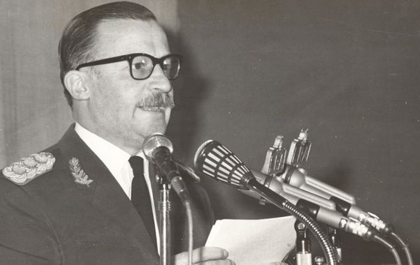 Dictador. El general Onganía mandó ayuda material a sus colegas bolivianos.