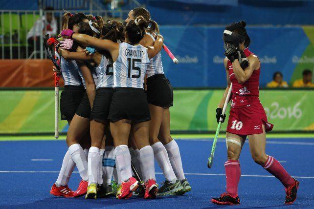 Festejaron todas. Las chicas argentinas se impusieron por 4-0 sobre las japonesas.